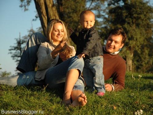 Мужчины и женщины. Основное это семья и работа